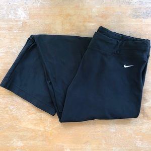 Nike Cropped Black Boot Cut Leggings Size Medium